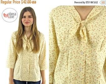On Sale - Vintage 60s Floral Calico Ascot Top ΔΔ Floral Prairie Top Boho Cotton Top ΔΔ md / lg