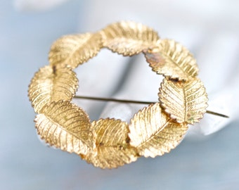 Golden Wreath Brooch - Chain of Leaves Lapel Pin - Vintage Jewelry