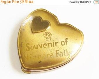 SaLe Vintage Heart Powder Compact Souvenir of Niagara Falls signed Hingeco