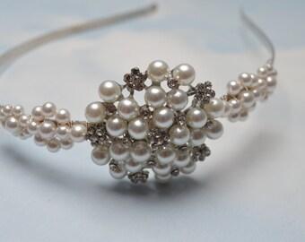 Pearl wedding headband. Bridal hair piece. Wedding tiara.
