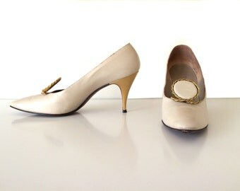 """1960s Beige Size 7.5 BB 3.25"""" High Heel soft leather Mod Shoes with gold details"""