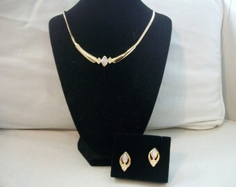 Vintage Avon Goldtone Opalesque Splendor Necklace And Earrings