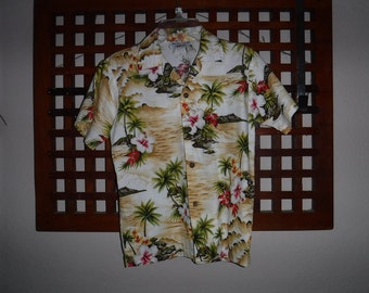Youth Aloha Shirt Diamond Head Palm Trees Hibiscus & more size M 100% cotton