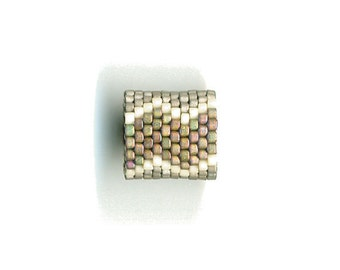 Woven Glass Bead Ring Size 8 * ... ... ... 21mm/o 18mm/i ... ... ... ... ... 08x39 * 1