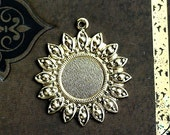 30%OFF SALE Ornate Round Cameo setting 25mm, Antique gold, pendant, cabochon base - 1Pc - F095
