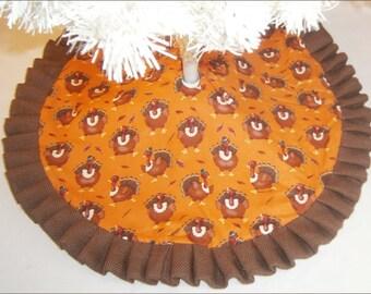 """Tabletop Fall / Thanksgiving Tree Skirt - 24"""" Turkeys"""