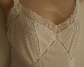 Vintage full slip white nylon crystal pleated lace nightgown sexy lingerie 38 bust