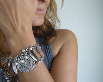 Tan leather bracelet /Leather bracelet with metal accesories/Tabacco leather cuff/feather charm bracelet
