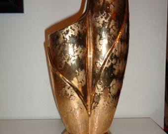 Vintage  24 Karat Gold Hand Decorated SAVOY Label Vase in Vintage  Condition with great lines and design