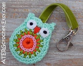 OWL keychain 'mint' by ATERGcrochet