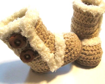 Baby winter boots.  Crochet baby winter boot booties.  Boots with fur trim for baby.  Made to order baby booties.  Ugg inspried.