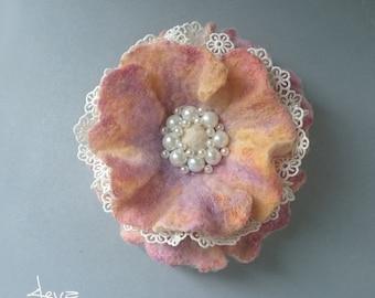 Felt flower brooch .Pink and beige flower, Felt flower pin -felted wool flowers-Felt brooch-wool flowers-Felted gift