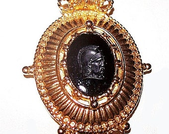 "Joan Rivers Pendant Black Glass Intaglio Roman Soldier Stone Gold Ribbed Metal 2.5"" Vintage 1980s"