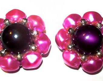 Cluster Flower Clip On Earrings Purple Magenta Thermoset Beads Silver metal 1950s Mid Century Vintage