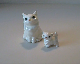 Vintage miniature Hagen Renaker white with gray Persian mama cat and kitten