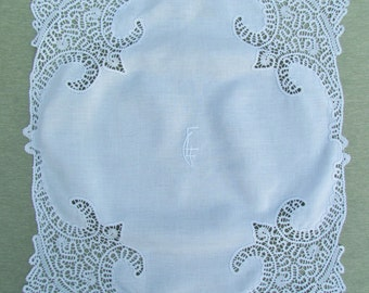 Vintage lace trimmed large linen doily, small tablecover with elaborate lace trim, doily trimmed with Idrian lace