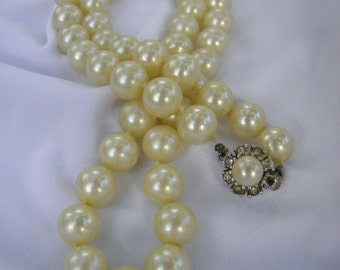CINER Pearl Beaded Single Strand Necklace, Rhinestone & Pearl Clasp Signed Pearl Necklace, Knotted