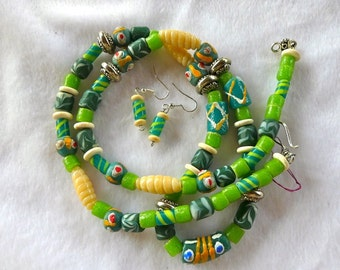31 Inch Chunky Ethnic African Trade Bead Glass Bead Necklace with Earrings
