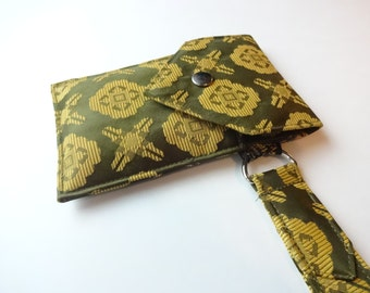 Recycled 3-Pocket Necktie Wristlet Wallet Green and Gold