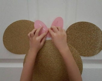 Pin the bow to Minnie mouse head game Gold glitter and pink bows