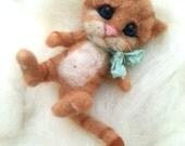 Needle felted cat, collectible, fiber figurine, miniature cat, felt kitten, felted animal, felt cat, art toy, felted cat, woolen sculpture