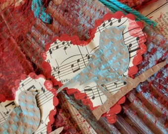 TOTALLYCUTE TRASH TAGS - Repurposed postconsumer materials - Large - Songbird on a Sheet Music Heart
