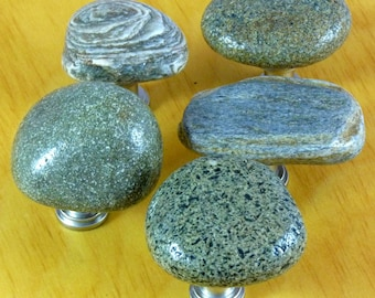 5 Light Brown to Grey-Green Rock Knobs