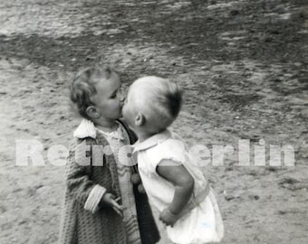 Vintage Babies Kissing Photo 1932, Two Toodlers Kissing 1932 Collector Photo from Germany