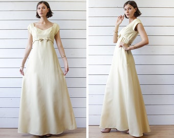 Vintage cream yellow floor length wide flared skirt sweetheart neck Belle evening maxi gown dress Small