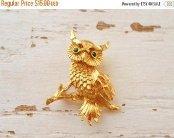 ON SALE Gold Monet Owl  Brooch Emerald Green Eyes, Collectible Jewelry,  Vintage, Small, Bridal Brooch Bouquet