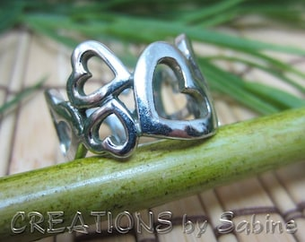 Silver Heart Ring Band Size 6.5 Silver Tone Love Anniversary Cute Filigree Hearts Gift Idea Vintage FREE SHIPPING (406)