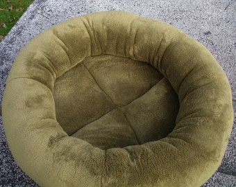 Cat bed, dog bed, pet bed, round bed, donut bed, kitty bed, machine washable, olive green bed, kitten bed, puppy bed, small dog bed, moss