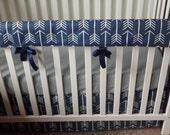 Bumperless Crib Set in Navy Arrow