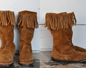 MINNETONKA Mid Calf Boots Knee High Pull On Brown Suede Moccasins Leather with Fringes size 6.5 - 7