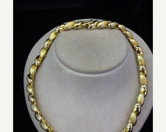 ON SALE 1980s Chunky Gold Tone Collar Necklace Item K # 1381