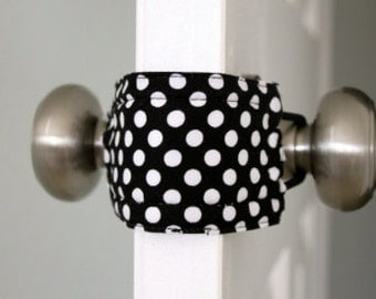 Latchy Catchy in Black & White Dot (Patented)