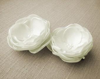 Ivory hair clips Bridesmaid hair clip Flower girl hair flowers Wedding accessories Floral head piece