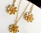 Set of 9 gold lotus flowet and pearl jewelry set