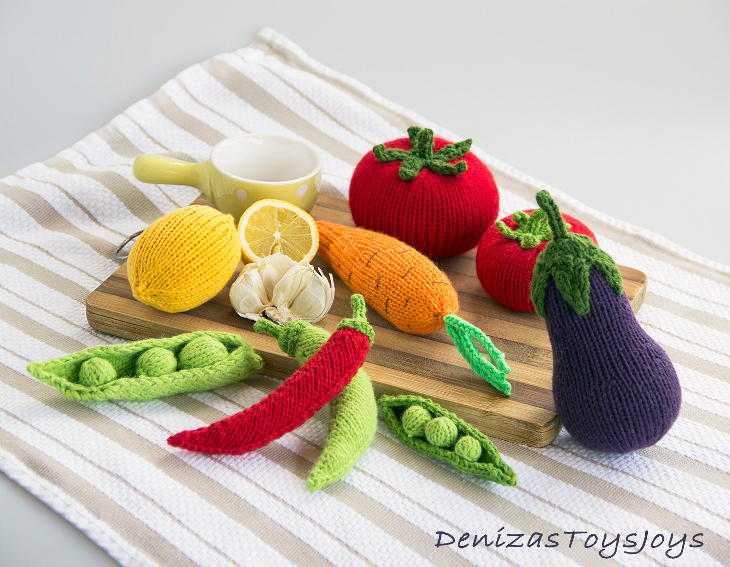 Vegetables pdf knitting patterns. Knitted in the round.