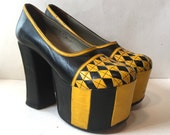 vintage 70s platforms - super high 1970s platform shoes - size 7 - 1970s platforms - yellow and black towering funky disco shoes - 70s shoes