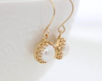 Pearl Earrings | Gold earrings set with freshwater pearls | June Birthstone | Bridal earrings