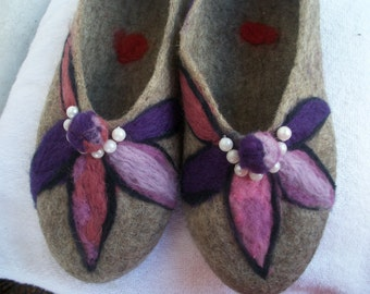 Cute slippers women, Handmade shoes for house, Organic wool slippers house, Wool shoes, Felted wool slippers, Warm purple and gray slippers