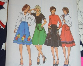 Vintage 70s Style 1762 Junior Teens Set of Skirts and Bag Sewing Pattern - UNCUT - Size 7/8 ,Size 9/10 ,Size 11/12 ,Size 13/14 ,Size 15/16