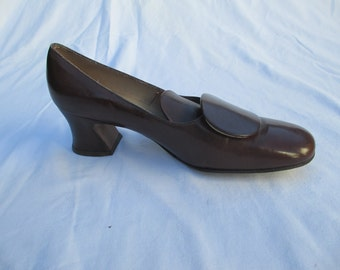 1960s Mod Brown Leather Shoes Pumps - Size 6.5 N