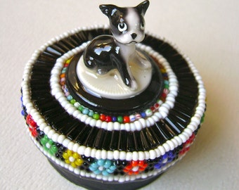 round assemblage box, tiny dog