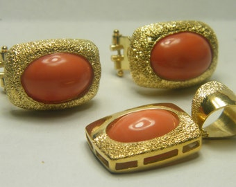 18kt yellow gold coral set of earrings and a pendant