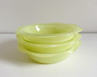 Vintage Pyrex Bowls, Yellow Sprayware, Pyrex Fruit Bowl Set, Coloured Sprayware, Vintage Dishes, Vintage Kitchen, Retro Kitchenware