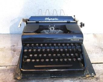 Typewriter Olympia Progress 1948 Working, Russian Keyboard, Antique Portable Manual Black Travel Type Writer, Wooden Leather Case