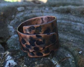 Hammer textured wrap around ring