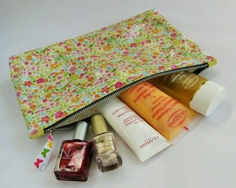 Makeup Bag, Zipper Cosmetic Case, Oilcloth Beauty Pouch in Floral PVC